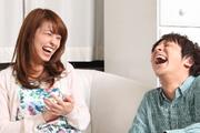 笑うカップル